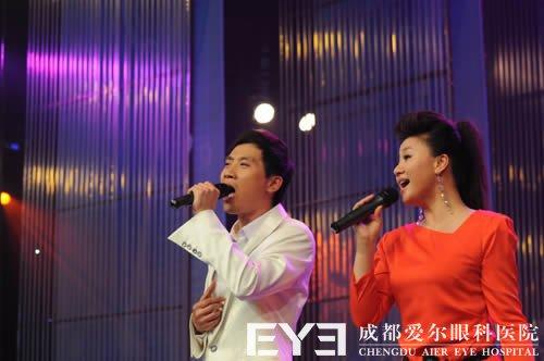 (图片:王丽达和汤子星演唱)