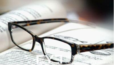 近视激光手术可以治疗多少度近视
